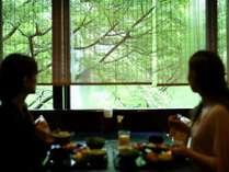 【朝食会場銀杏】杜の都を眺めながら、ごゆっくりお寛ぎくださいませ。