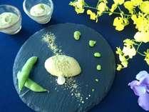 【朝食】ずんだぷりん。すりつぶした枝豆と特製クリームで仕立てました。