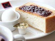 名古屋名物小倉トーストモーニング(軽食)フワフワのトーストに小倉あんが絶妙に合います♪