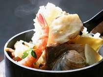 《美食》銘々に丸ごとズワイガニ&炊きたて海鮮五目釜飯の『長浜ビーチ物語2』プラン