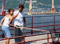 《アクティブ》絶対大漁だよ!潮風を体一杯に浴びて船で渡ろう網代港海上釣り堀体験プラン【意外と熱海】