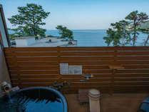 [本館]【露天風呂付洋室】 海一望の客室露天風呂、500Lタイプです