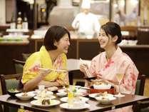 ◆夕食バイキング◆お好きなメニューをお好きなだけ♪思いっきり食べて、おしゃべりして楽しい時間。