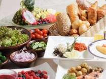 朝食は色とりどりの食材をご用意しております。