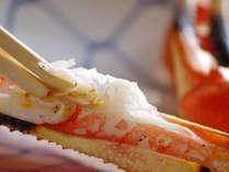 焼きガニを箸でせせるときが一番嬉しいとき。旨みの凝縮した蟹身が何とも!!