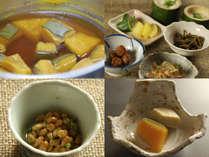 朝食も、女将の手作り料理が所狭しと並びます。