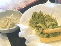 山野草料理の一例(たらの芽と筍の天ぷらと うどの和え物)