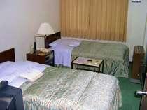 セミダブルベッドを使用したツウィンルーム