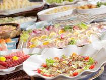 人気の夕食バイキング。ライブキッチンで豊富な品揃え!(イメージ)