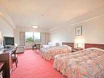 【洋室36平米】広いお部屋なので、エキストラベッドのご利用で4名様でもゆとりを持ってご利用できます。