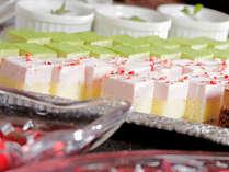 デザート、アイスも豊富に品揃え。食後の楽しみに・・・。(イメージ)