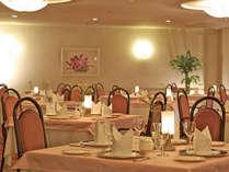 当館のメインレストラン「ダイニングルーム四季」