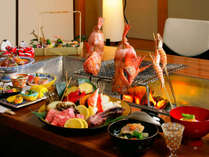 お肉や魚介類、山菜や野菜を炭火で焼いた料理。松柏亭にて囲炉裏焼会席(イメージ)
