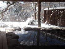 雪景色の貸切露天風呂「鹿覗きの湯」