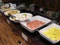 *セルフサービス形式の朝食(例)