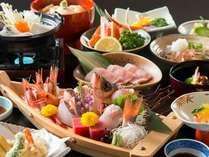 【海の幸】 当館人気「舟盛付会席」季節ごとに料理内容は異なります(舟盛は2人前イメージ)