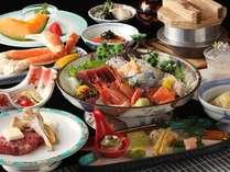 彩り鮮やかな和食会席膳。新鮮なお造りに牛陶板、蟹、帆立炊込飯など調理長自慢のお料理が並びます
