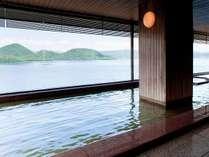 9階大浴場は、内風呂からも大きな窓から洞爺湖を一望できます