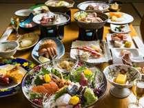 男女で異なるお料理を楽しめる夫婦膳。品数豊富で華やかな会席膳をお楽しみください(イメージ)
