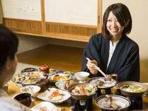 洞爺湖を眺められるお部屋で山海の幸をたっぷり使った和食膳をご堪能ください(イメージ)