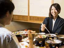 大切な人とご家族でお部屋で寛ぎながらゆっくりお部屋食をお楽しみください。