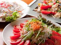 夕食バイキング一例/新鮮な魚介を使ったお刺身もご用意しております。