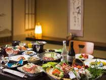 夕食はお部屋にて料理長自慢の和食膳をお楽しみくださいませ。