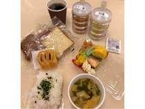 無料朝食サービス(新型コロナウイルス感染防止のため、現在、個包装での提供)
