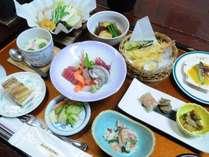 ◆季節の和食膳-海鮮鍋などお楽しみください。季節により内容が変わる場合があります。