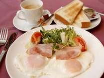 【朝食】軽めのトースト・サラダセット♪