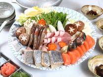 自慢のだし汁と豊富な魚介の寄鍋。旨味のしみ込んだ〆の雑炊が絶品。【青野鍋(寄鍋)】