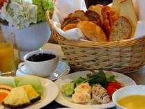栄養満点のバイキング朝食(イメージ)