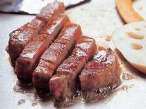 最上階のステーキハウス「オリエンタル」ではシェフが目の前でおいしくお肉を焼き上げます。(イメージ)