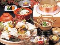 10月までは「松茸づくし」の会席料理がお楽しみいただけます。日本の秋をご賞味ください。