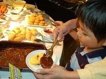 土日祝日にはお子様の好きな食べ物が集合したキッズコーナーが登場します。(バイキング)
