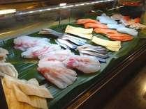 夕食バイキングの寿司コーナー。お好きなネタを握ります。(一例)
