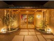 17F 日本料理「桃山」本格的な会席料理から、ステーキの鉄板焼、鮨処を兼ね備えたレストラン