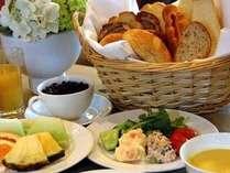 選べる特典のひとつ「バイキングの朝食」(イメージ)