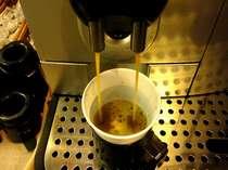 ロビーには焙煎コーヒーのいい香りが立ち込めます。