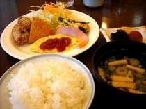 和洋のバイキング朝食は、長期のお客様にもご好評頂いております!