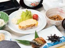 *【朝食/一例】朝は和朝食をご用意。ボリューム満点で朝からしっかり栄養チャージ☆