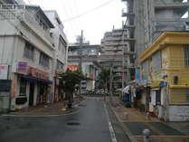 宿泊所:ドミトリー風(右)安里駅徒歩1~2分です。