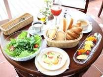 地元産の野菜とふわふわの自家製パン♪大人気朝食をリニューアル☆