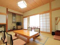 *【庭園側/客室例】畳のお部屋でのんびりお寛ぎ下さい。