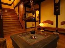 【館内】ひのきの香り漂う館内には、大きな古時計や囲炉裏など懐かしい気持ちに出会える空間。/一例