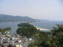 当館より車で約15分。全長3.6kmで約8000本の黒松も日本の『名松百景』として名高い。