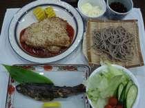 夕食<一例>ボリュームまんてんデス。。