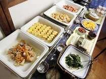 おかわり自由の無料和朝食&コーヒー。2階の食堂で、ごゆっくりお召し上がりください!
