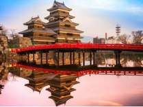 夕焼けの松本城(一例)