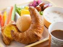 【焼きたてパン朝食】体に優しい健康朝食で元気な一日の始まりを!
